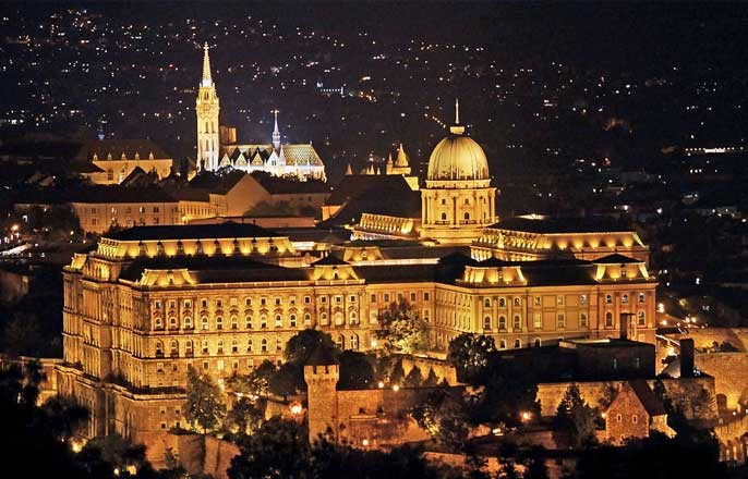 palais-royal-budpest-nuit