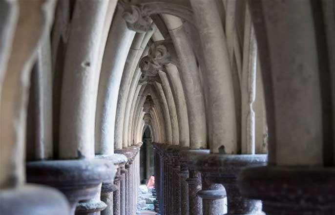 colonnes-cloitre-mont-saint-michel
