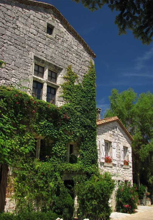 maison-rurale-village-pyrenees