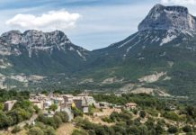 route-village-pyrenees-france