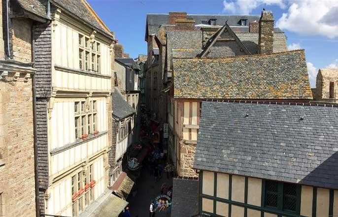 rue-medievale-mont-saint-michel