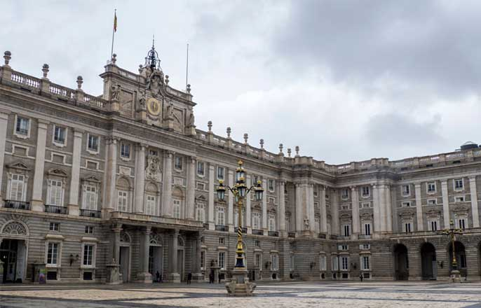 cour-palais-royal-madrid