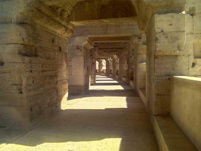 interieur-amphitheatre-arles