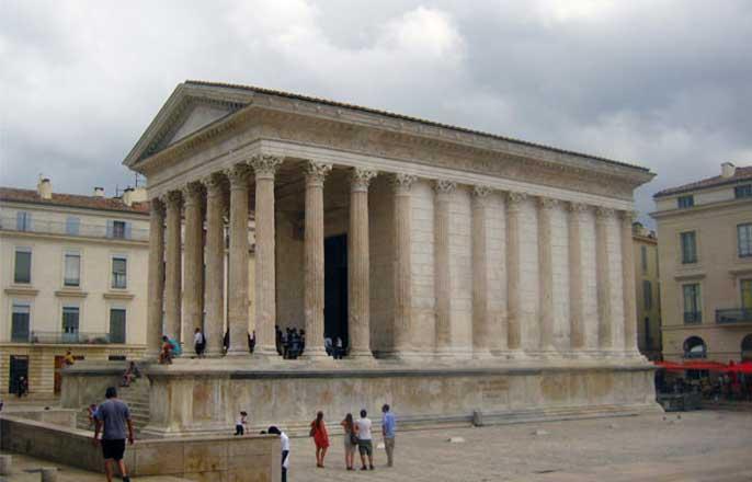 maison-carree-temple-nimes