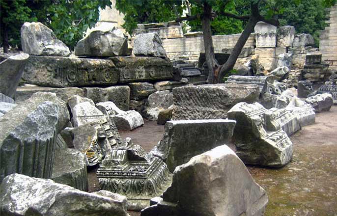 ruines-theatre-romain-arles