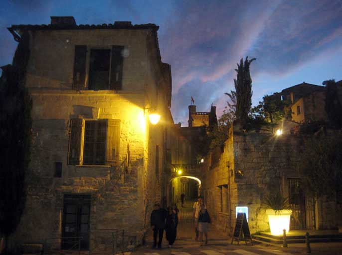village-medieval-uzes-de-nuit