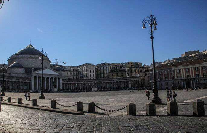 piazza-del-plebiscito-naples