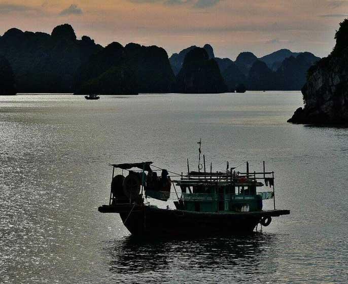 bateau-pecheur-halong